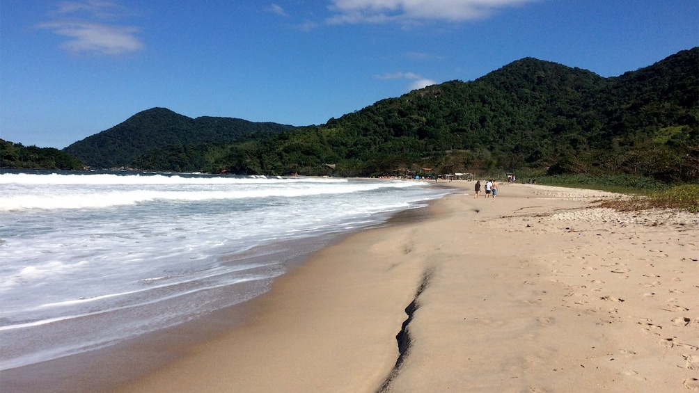 Carregar foto 5 de 5. Guests walking along the shores of the north coast in Brazil