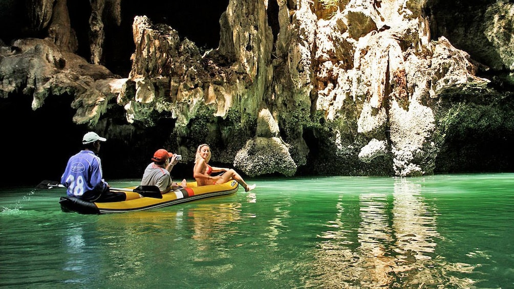 Foto 1 von 10 laden Guests enjoying a scenic view of the caves in Phuket