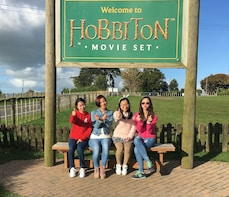 Hobbiton & Glowworm Caves Full-Day Tour