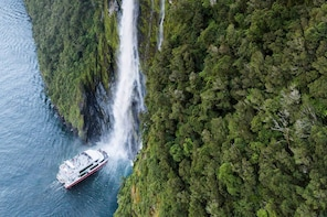 Full-Day Milford Sound Tour with Cruise & Scenic Flight
