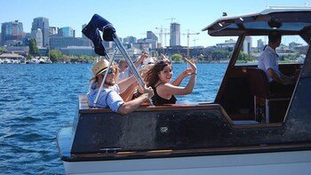 Seattle Lake Union & Lake Washington Boat Tour with Drinks