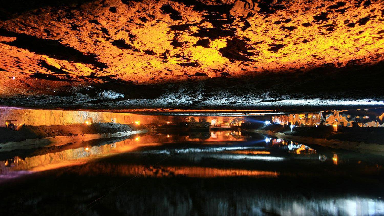 Ausflug in ein Salzbergwerk mit Floßfahrt auf einem unterirdischen See