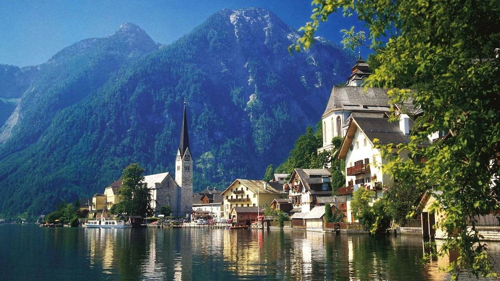 Foto 1 von 5 laden Majestic view of Hallstatt, Austria