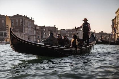 Combo Tour: Walking Tour of Venice & Gondola Ride