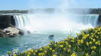 2-Day Niagara Falls Trip by Air with Maid of the Mist Boat Ride