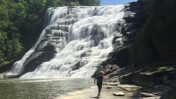 Ithaca Waterfalls Sightseeing Tour from New York City