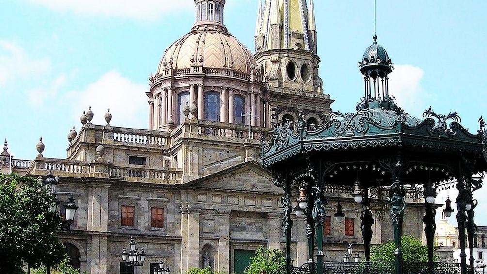 Cargar foto 5 de 9. Another view of the Guadalajara cathedral in Guadalajara.