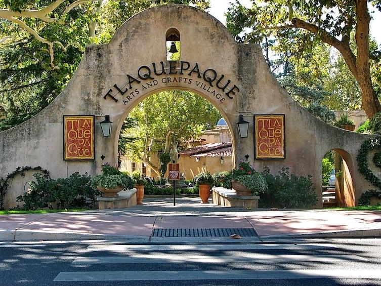 Cargar foto 2 de 10. Guadalajara & Tlaquepaque Guided Tour