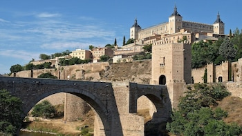 Toledo On Your Own + Walking Tour (Optional Monuments Entry)