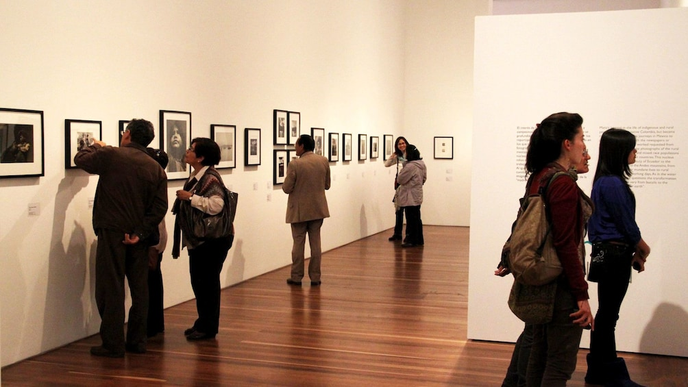Carregar foto 1 de 4. People viewing art work at the Bogota Art Gallery