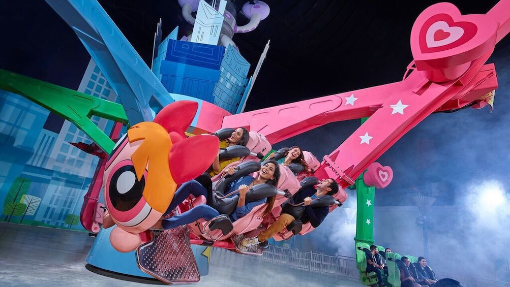 Apri foto 4 di 5. People in spinning amusement park ride in IMG Worlds of Adventure