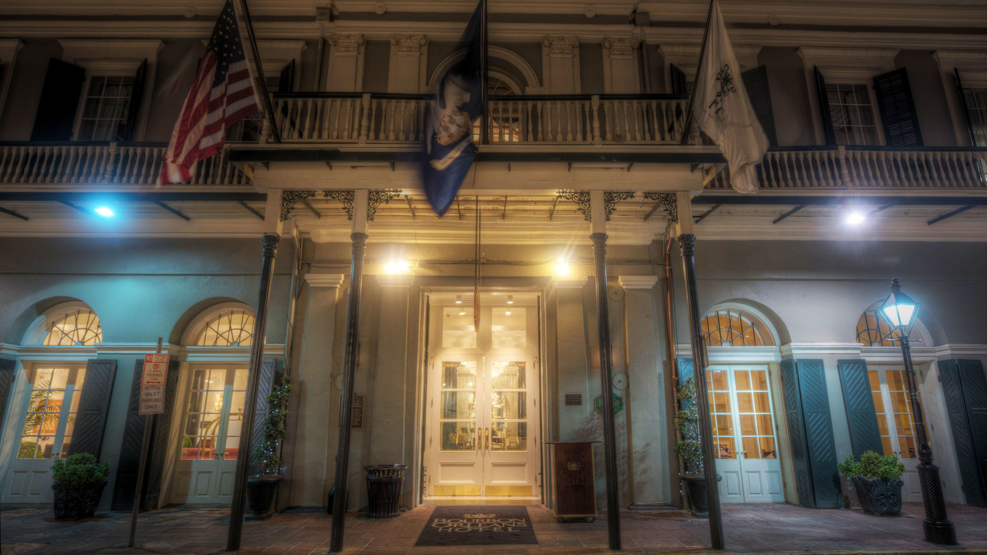Elegant front of building in the French Quarter of New Orleans