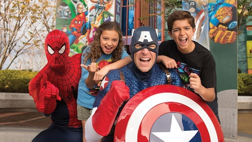 Spiderman and Captain America with children at Universal Studios