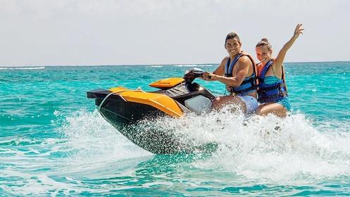 Couple having fun on the waverunner Tour in Cancun
