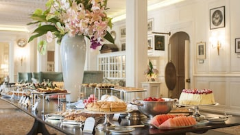 Afternoon High Tea at the Belmond Mount Nelson Hotel