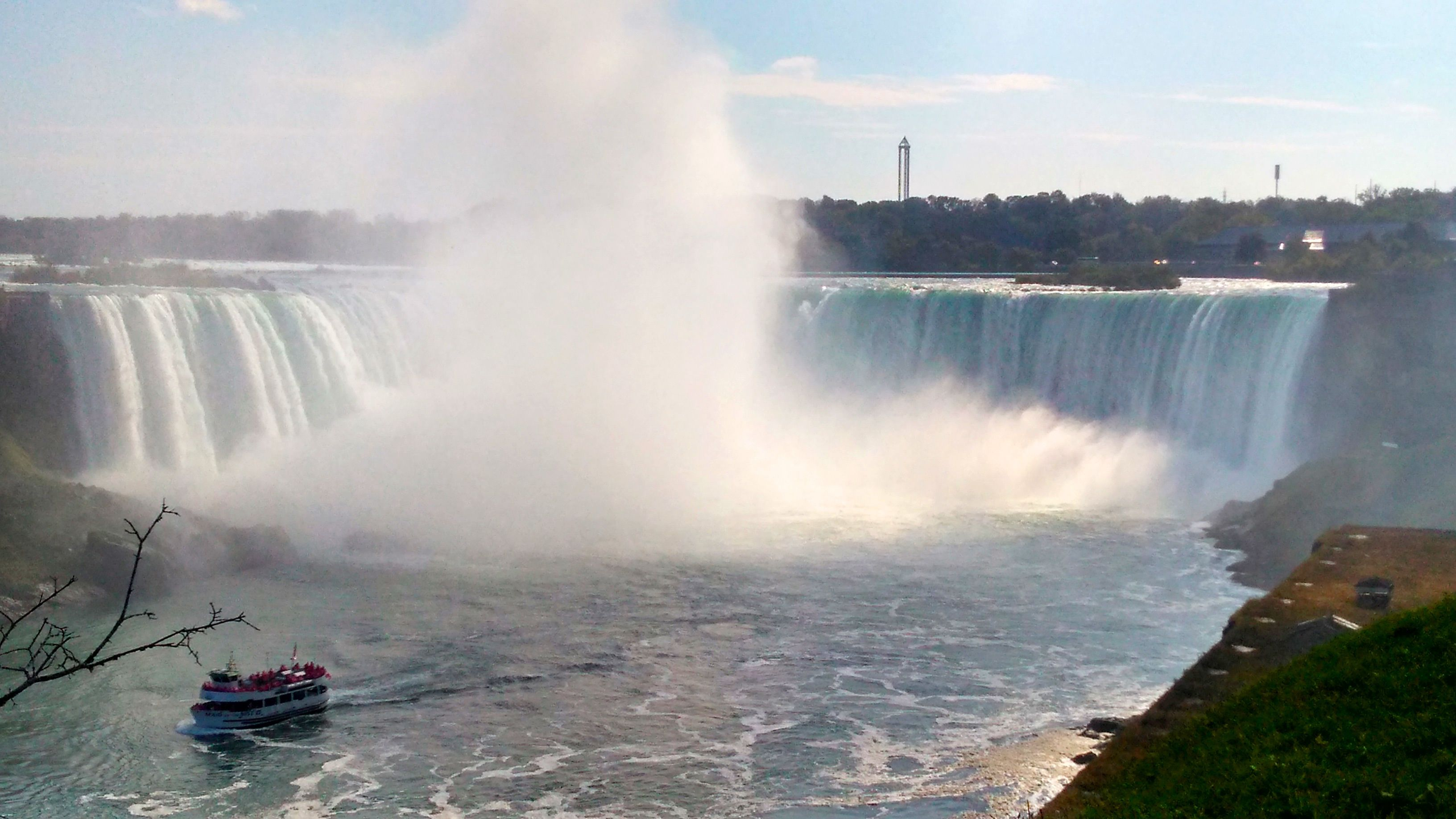 Niagara Falls Tour from Toronto with Wine tasting & Hornblower Cruise
