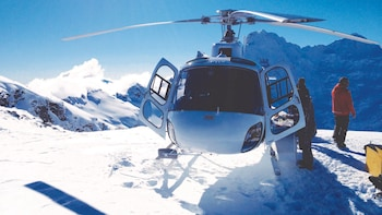 Milford Sound Tour & return Helicopter Flight to Queenstown