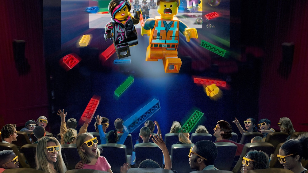 正在顯示第 2 張相片,共 7 張。 Audience enjoying 3-D movie in theater at Legoland in Tokyo