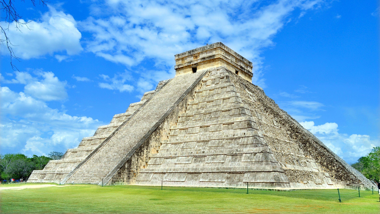 El Castillo, Chichen Itza in Mexico