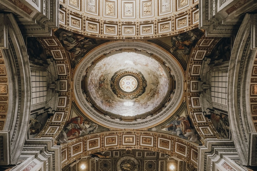 Early Sistine Chapel Entry with Skip-the-line Vatican & St. Peter's Basilica Tour