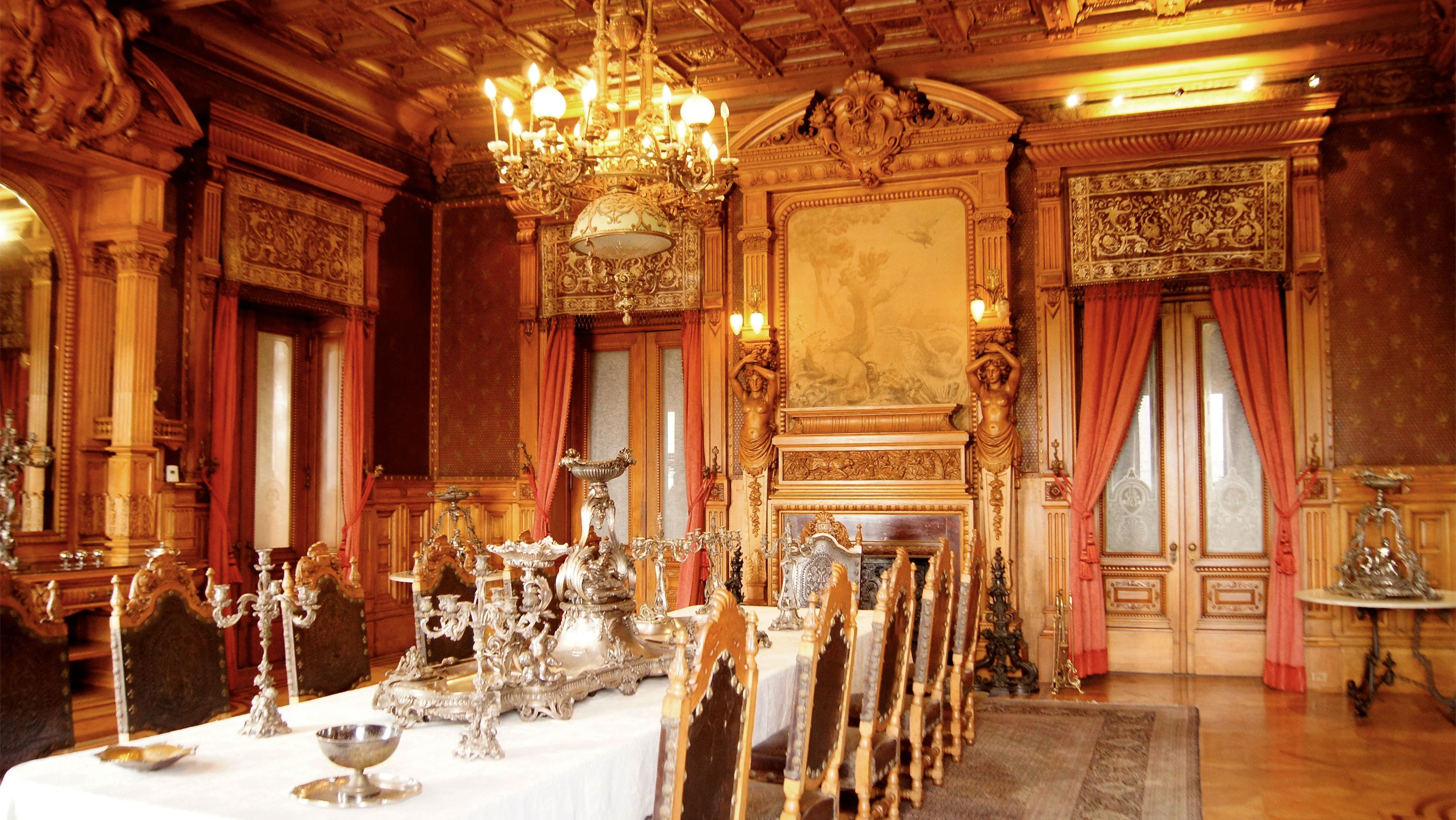 Private Tour of Historic Downtown, Chapultepec Castle & Anthropology Museum