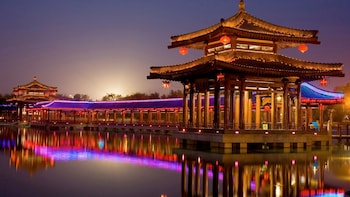 Guided Tang Paradise Cultural Theme Park Evening Tour