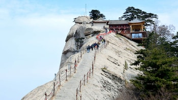 Private Tour of Huashan Mountain with Cable Car Ride