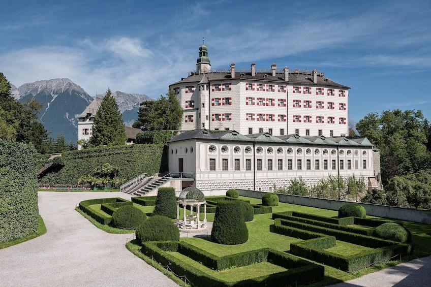 Foto 1 von 8 laden Admission to Ambras Castle Innsbruck