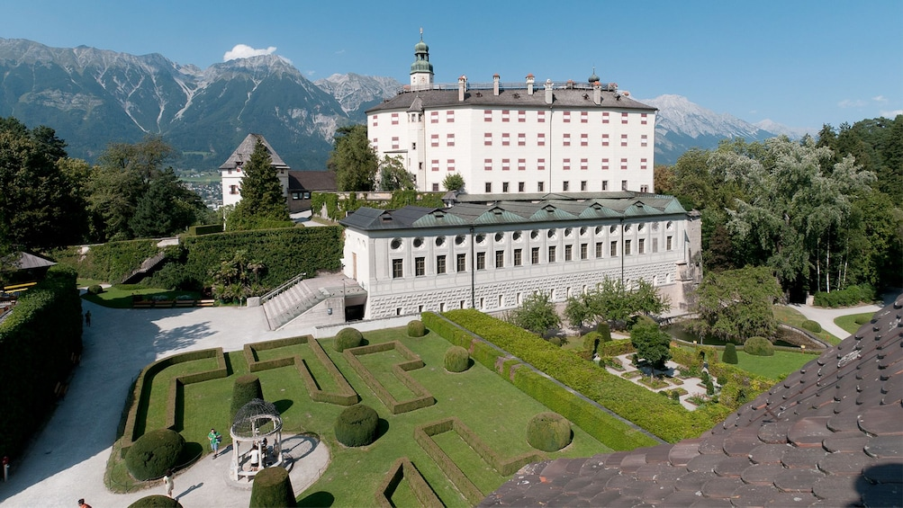 Ver elemento 1 de 6. View outside Ambras Castle in Austria