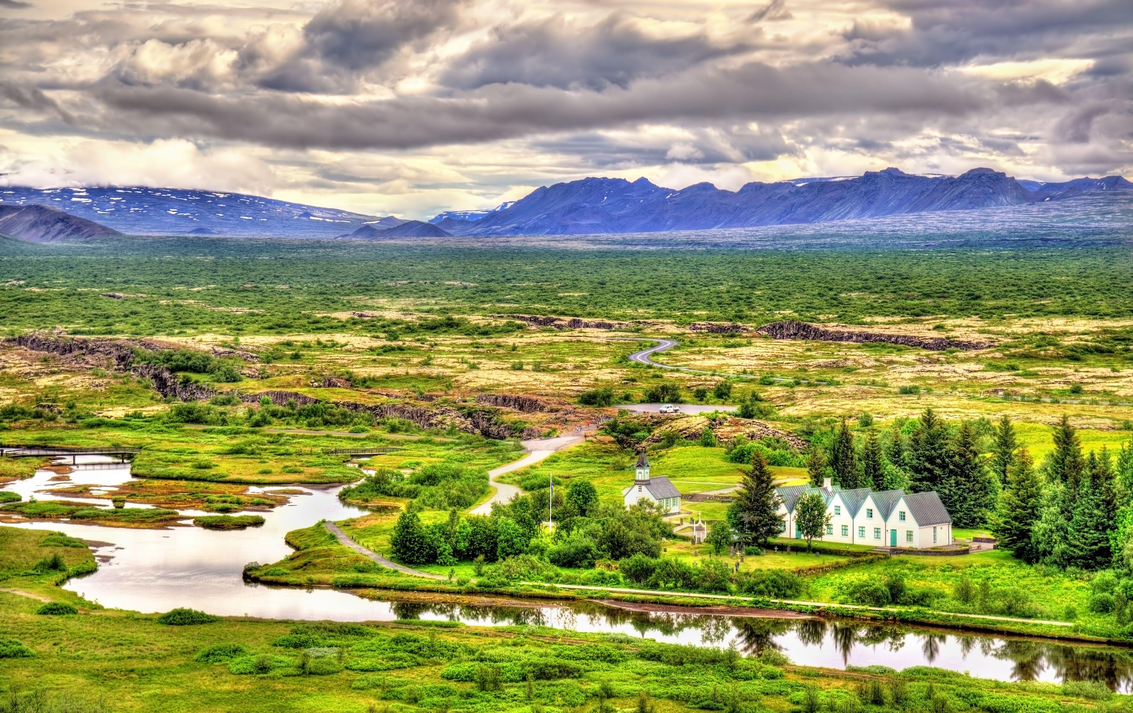 Þingvellir_church_and_lake.jpg