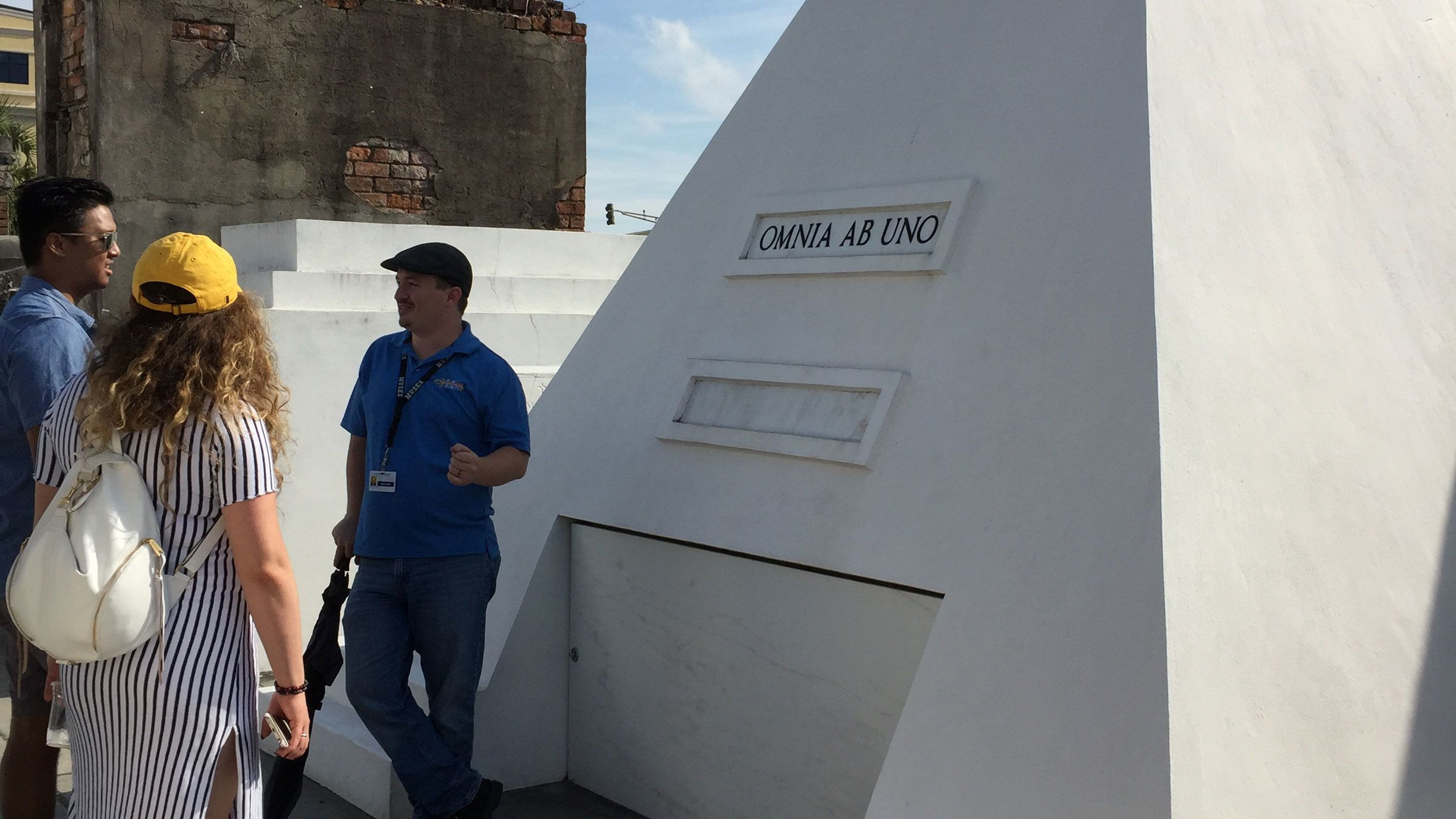 Tour guide leads couple through Saint Louis Cemetery