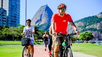 Beaches, Views & Bays Small-Group Bike Tour