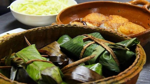 Cuisine in serving dishes in Guatemala City