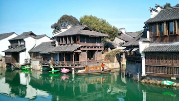 Private Tour of Wuzhen Water Town, West Lake & Dragon Well Tea Plantation