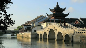 Private Day Tour of Suzhou's Picturesque Landmarks