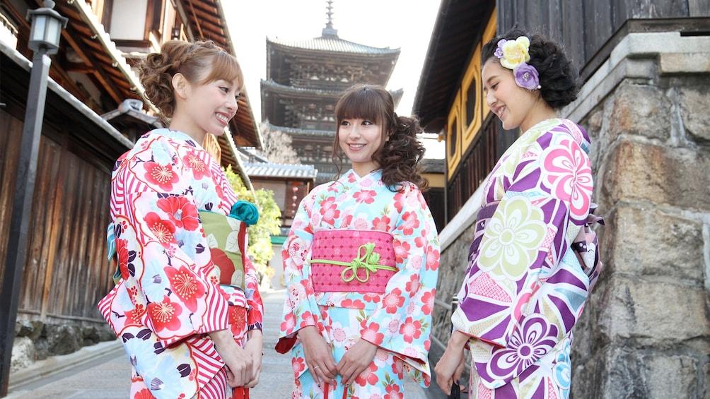 แสดงภาพที่ 5 จาก 5 Three ladies on the Kyoto Kimono Wearing Experience