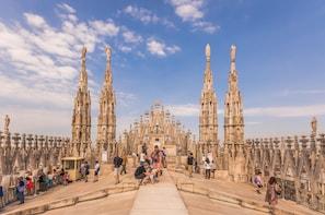 Cargar ítem 2 de 8. Direct access to Milan Duomo Cathedral + Rooftop Guided Tour
