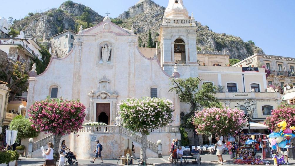 Apri foto 1 di 5. Taormina city view