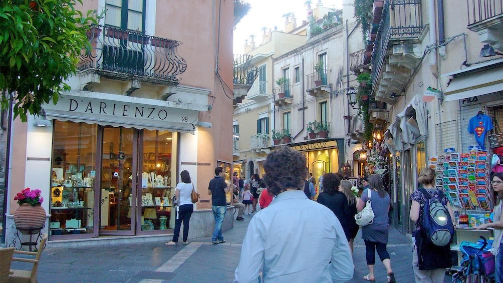 Apri foto 4 di 5. Street view in Palermo, Italy