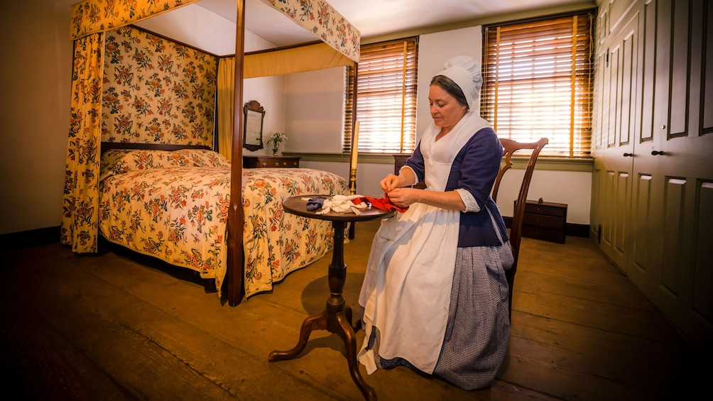 Charger l'élément 1 sur 5. Betsy Ross actress poses for photo while working on flag in bedroom of home in Philadelphia