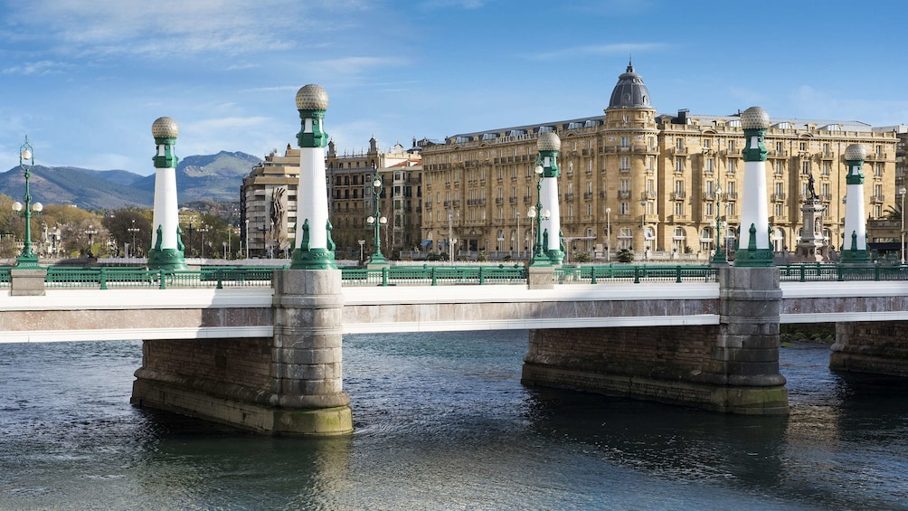 San Sebastián, Saint-Jean-de-Luz & Biarritz with Boat Ride