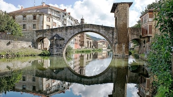 Full-Day Guided Tour of Vitoria-Gasteiz & Basque Country