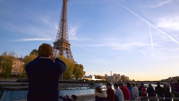 Paris in a Day: Montmartre, Notre-Dame, Louvre, Eiffel Tower & River Seine