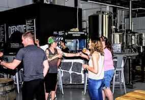 Local Pour: Brewery & Winery Bus Tour in Portland