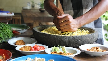 Private Guided Balinese Cooking Lesson with Dewa