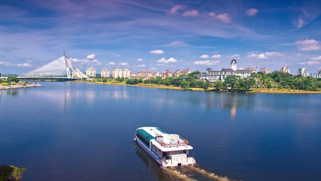 Half-Day Putrajaya Tour with Lake Cruise