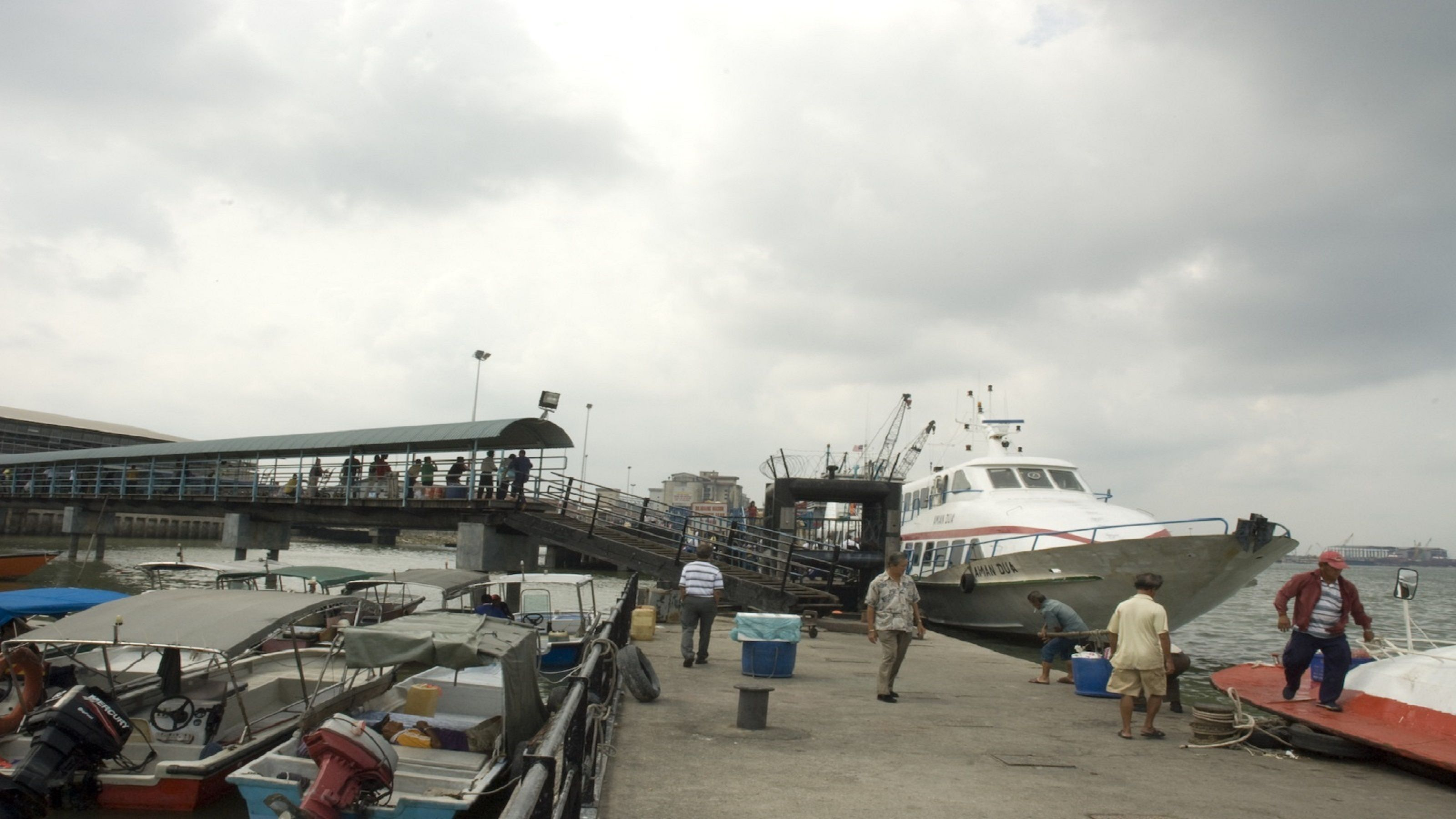 Full-Day Trip to Crab Island with Fresh Seafood Lunch