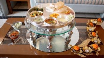 Private Traditional Gujarati Thali Lunch in a with Pallavi