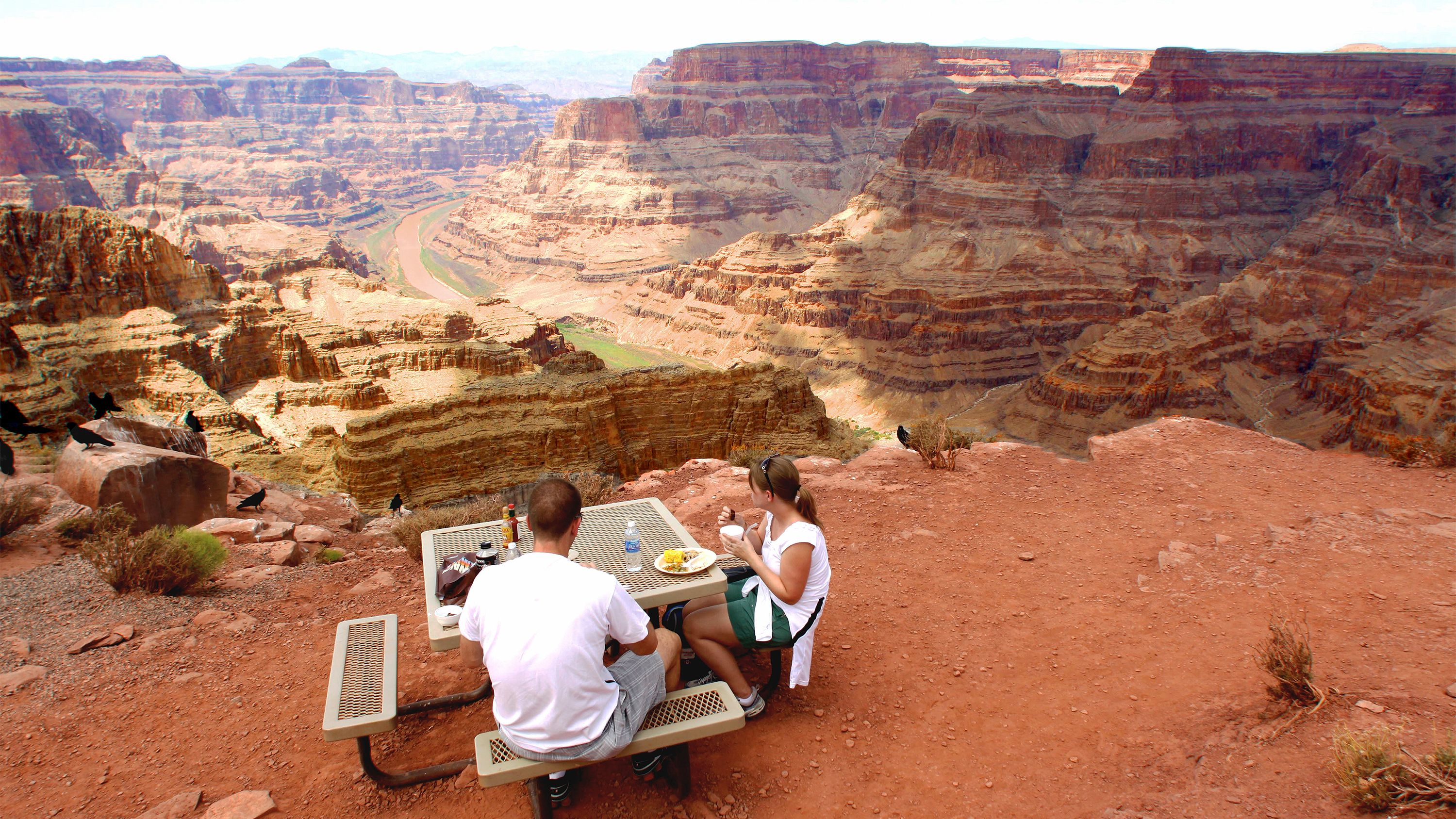Couple enjoying the food and views on the Grand Canyon and Hoover Dam Combo tour