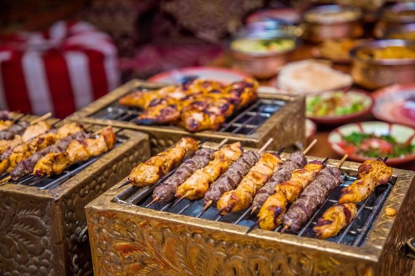 Indlæs billede 5 af 14. Premium Red Dunes & Camel Safari with BBQ at Al Khayma Camp